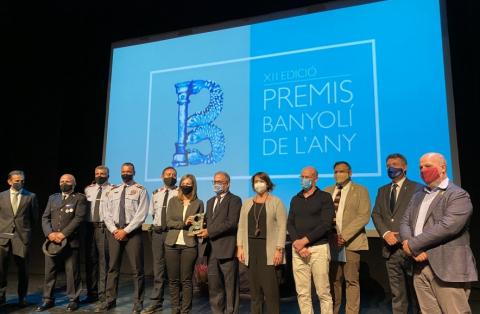 Moment del lliurament del Premi Banyolí de l'Any 2020 a diferents institucions i professionals de Banyoles