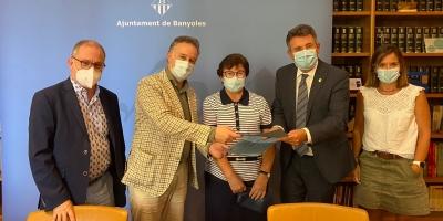 Firma del convenio entre el Ayuntamiento de Banyoles y la Clínica Salus Infirmorum